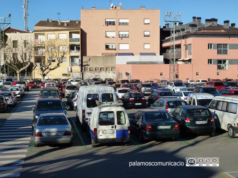 L'aparcament de l'Arbreda acostuma a estar ple darrerament.