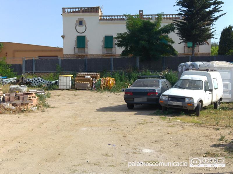 Actual dipòsit per als vehicles abandonats, al costat de la deixalleria.