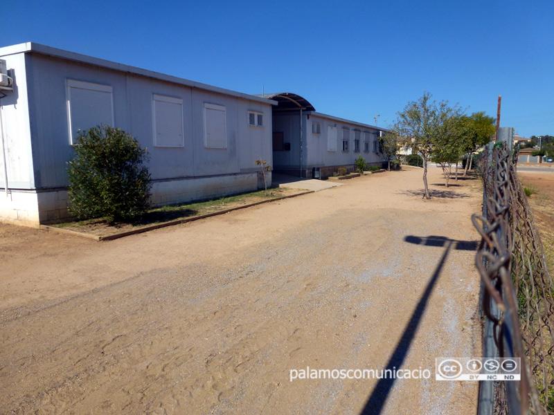 L'actual escola està formada per barracons.