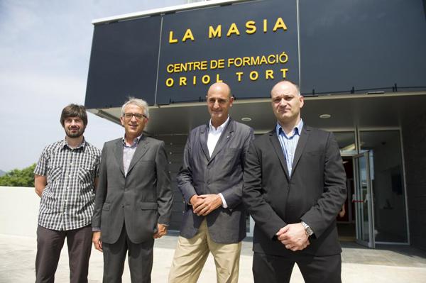 Carles Folguera, director de la Masia del Barça, a la dreta de la imatge, és un dels ponents de la jornada. (Foto: Marca).