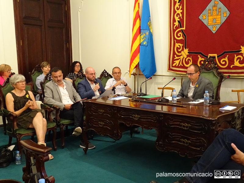 Els portaveus de la CUP, C's, Junts per Catalunya i PSC, en la primera fila a la Sala Noble de l'Ajuntament.