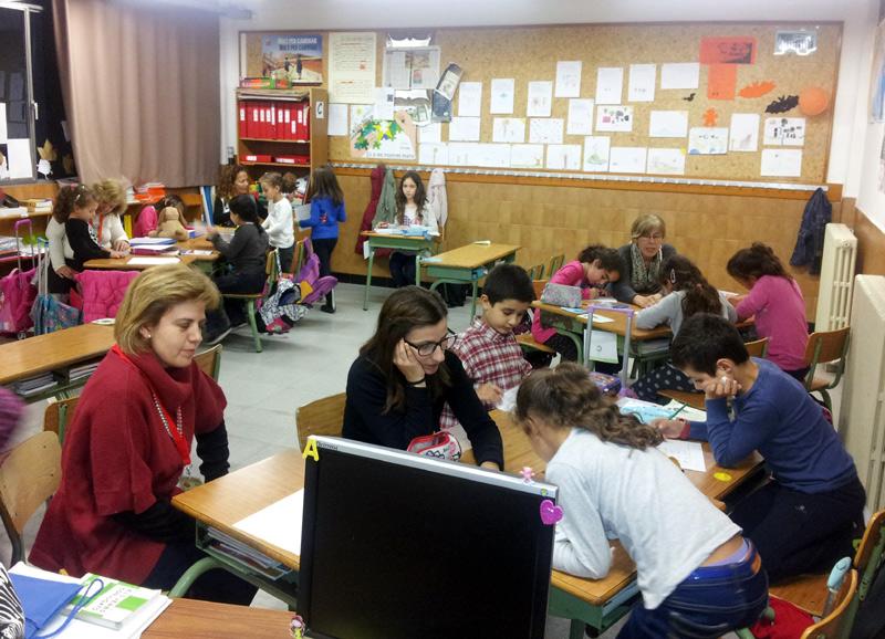Imatge d'arxiu d'una sessió del programa Voluntariat Educatiu. (Foto: Ajuntament de Palamós).