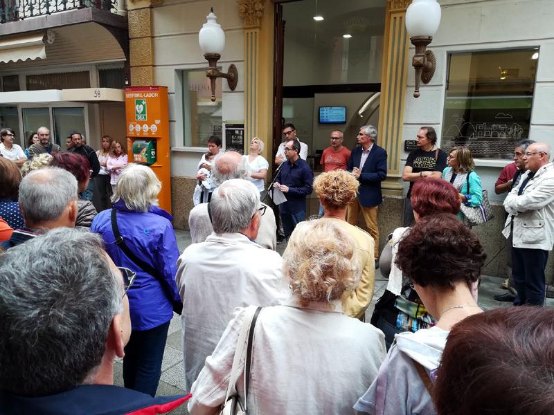 500 persones concentrades aquest migdia davant l'Ajuntament. (Foto: Ajuntament de Palamós).