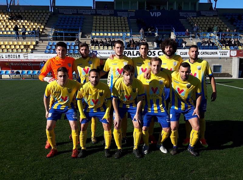 El Palamós CF ha disputat avui el darrer partit de l'any al seu estadi. (Foto: AE Prat).