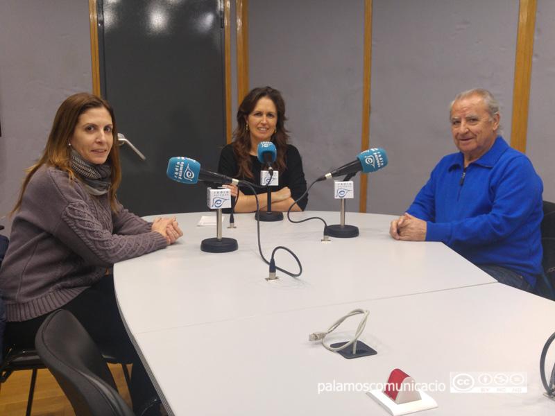 Neus Puigpinós, Sandra Medina i Eugeni Sánchez, van parlar de voluntariat a Ràdio Palamós.