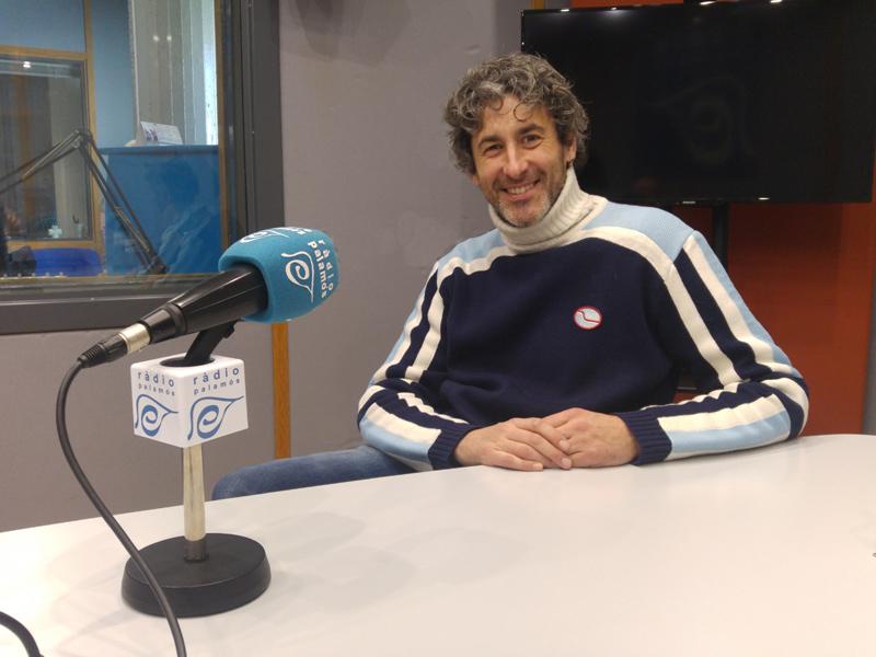 Àlex Brull, als estudis de Ràdio Palamós.