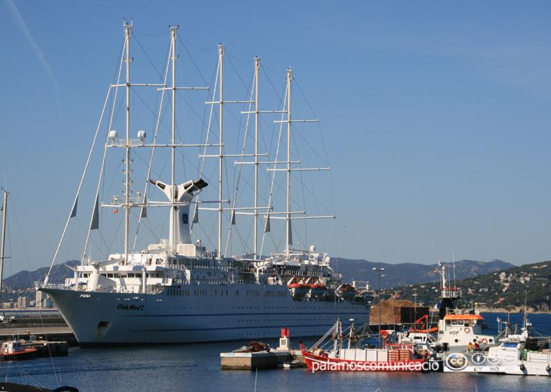 El Club Med 2 al portde Palamós, en una imatge d'arxiu.