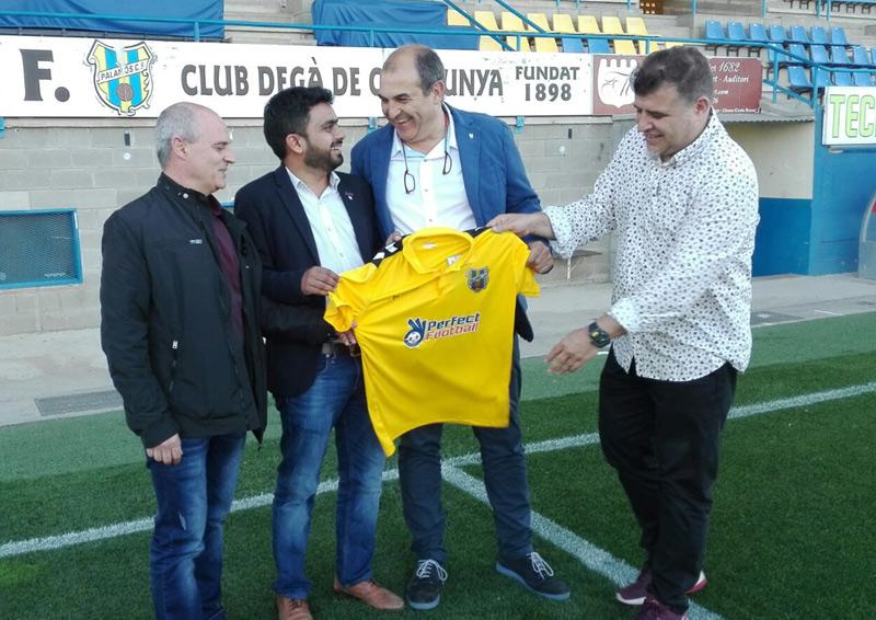 Presentació de l'acord entre el Palamós i la Perfect Football Academy. (Foto: Javi Bujer).