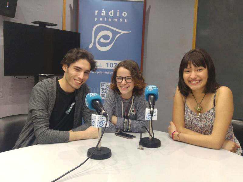 Els autors del canal de Youtube, Sergi Martí, Anna Segura i Valeria García, a Ràdio Palamós.