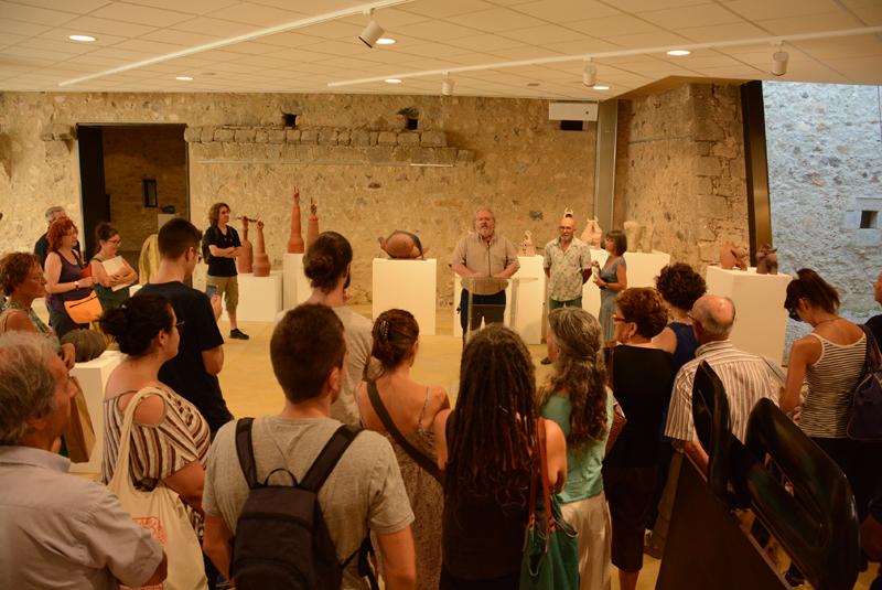 L'alcalde Jordi Soler va inaugurar dissabte les tres exposicions. (Foto: Ajuntament de Calonge i Sant Antoni).