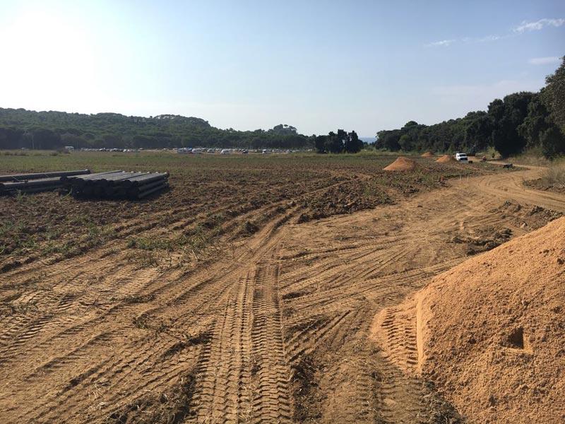 Primers moviments de terres pel nou aparcament de Castell. (Foto: Ajuntament de Palamós).
