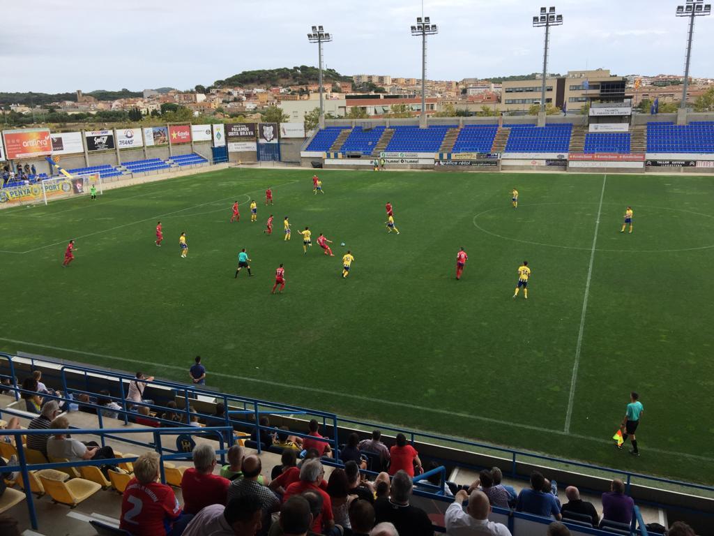 El Palamós ha disputat avui el primer partit a casa de la temporada. (Foto: Ramon Ribas).
