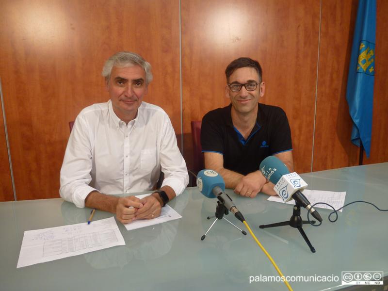 Jordi Pallí i Francesc Subirats, en la roda de premsa de CiU avui a l'Ajuntament.