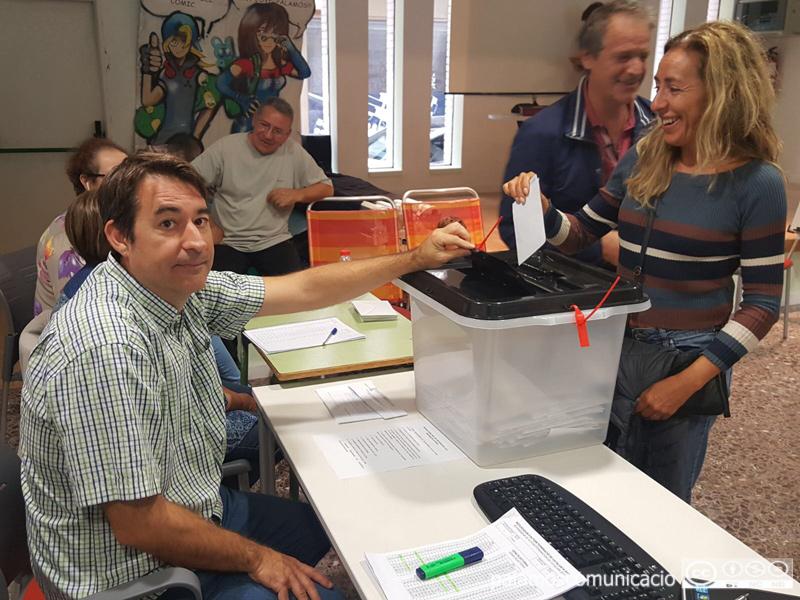 Votació al Punt Jove de Palamós, durant el referèndum de l'1 d'octubre de 2017.
