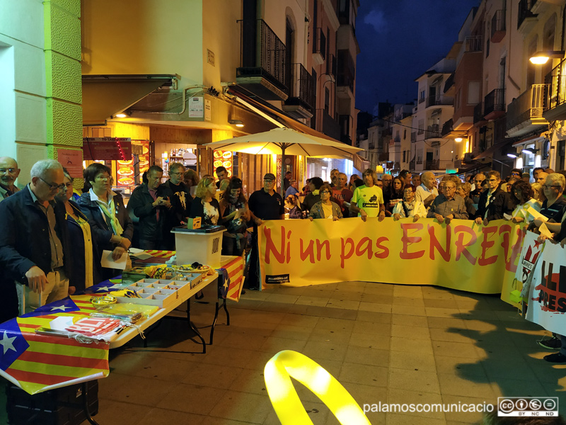 Concentració davant l'Ajuntament contra l'empresonament dels Jordis, ahir al vespre.
