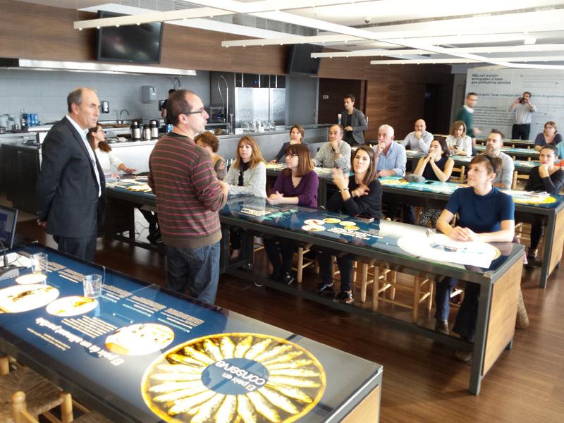 Imatge de l'acte d'obertura de les jornades d'emprenedoria realitzades avui a l'Espai del Peix. (Foto: Ajuntament de Palamós).