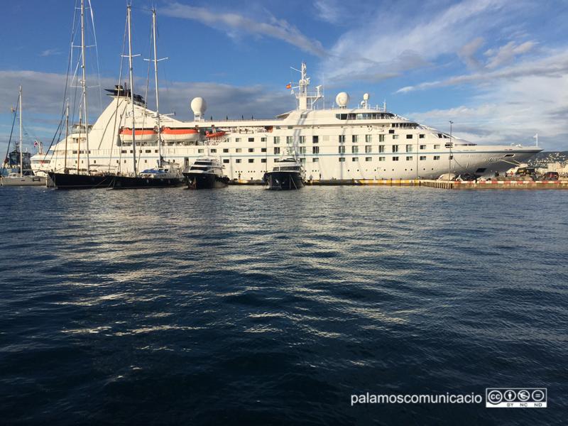 L'escala d'avui de l'Star Breeze és la darrera aquesta temporada al port de Palamós.