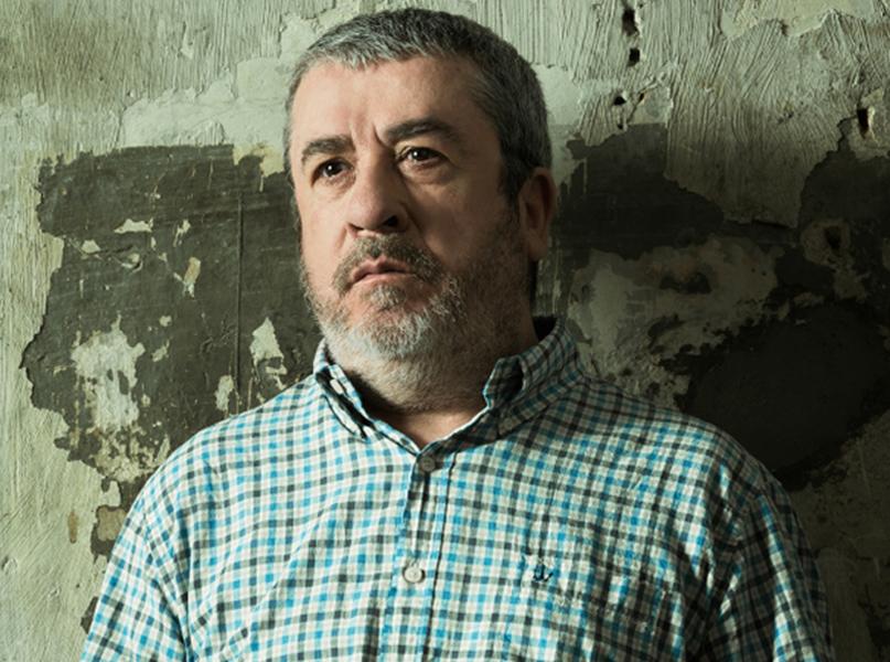 L'actor Xicu Masó es posa en el paper del doctor Pietro Bartolo, el metge de Lampedusa que atén els refugiats. (Foto: lagorga.cat).