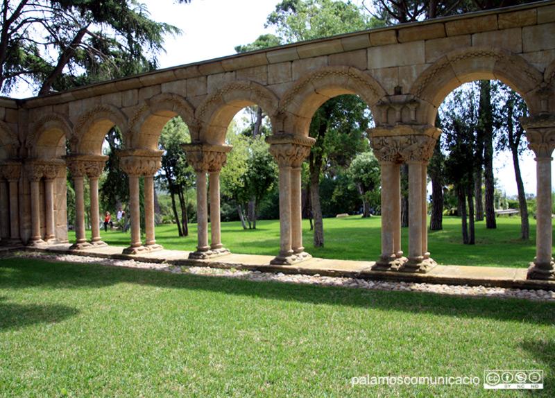 El famós i polèmic claustre està situat al Mas del Vent de Palamós.