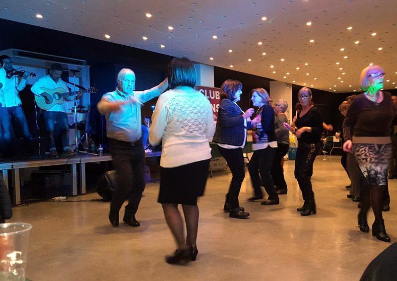 L'entitat organitza periòdicament balls amb música en directe. (Foto: Arxiu).
