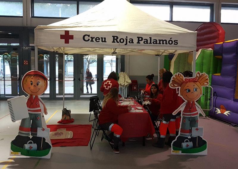Estand de Creu Roja Palamós al Nadal Jove.
