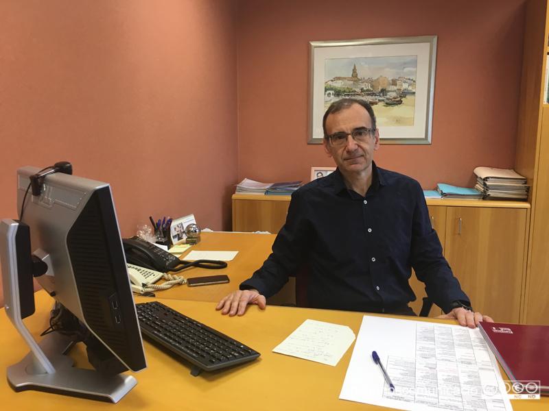 El doctor Xavier Pérez, nou gerent de SSIBE, en el seu despatx.