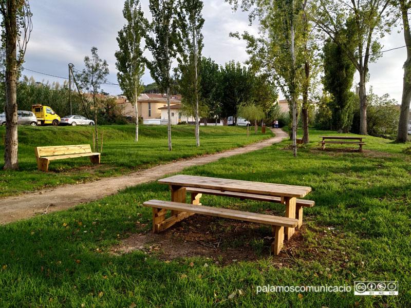 La zona de picnic al parc de la Bassa, que ja es va arreglar en primera instància l'any passat, és un dels projectes finalitzats.