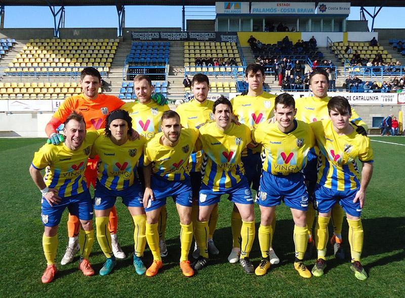 El Palamós CF ha aconseguit 1 punt davant la UE Tona (2-2). (Foto: Sergi Cortés).