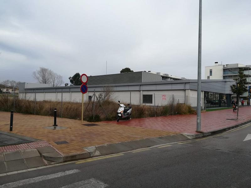 La finca on es faria la promoció d'habitatge cooperatiu, a tocar del supermercat Lidl. (Foto: Ajuntament de Palamós).