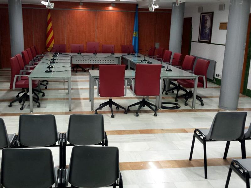 Sala de Plens de l'Ajuntament buïda, ahir. (Foto: Ajuntament de Palamós).