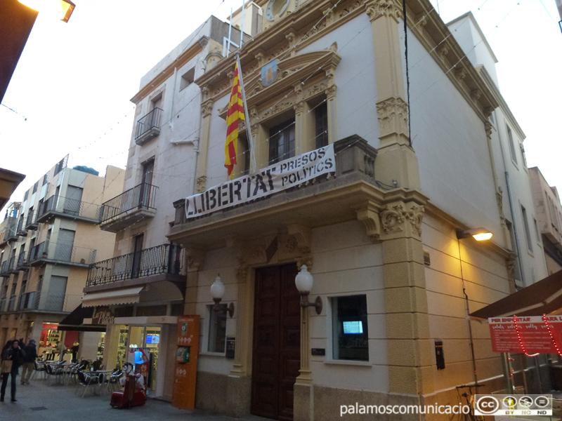 Façana principal de l'Ajuntament de Palamós.
