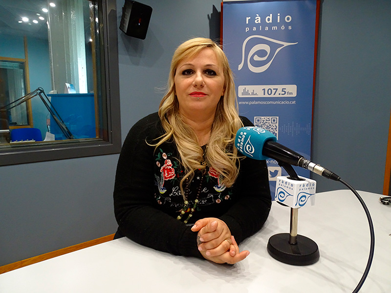 Vanesa Mányik, a l'espai de Ràdio Palamós 'Preguntes'.