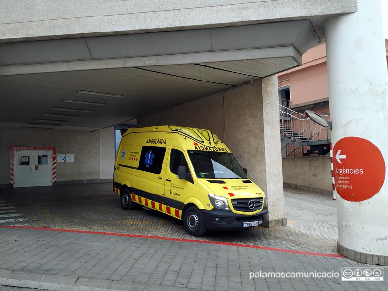 La víctima va ser evacuada en ambulància cap al servei d'urgències de l'hospital de Palamós.