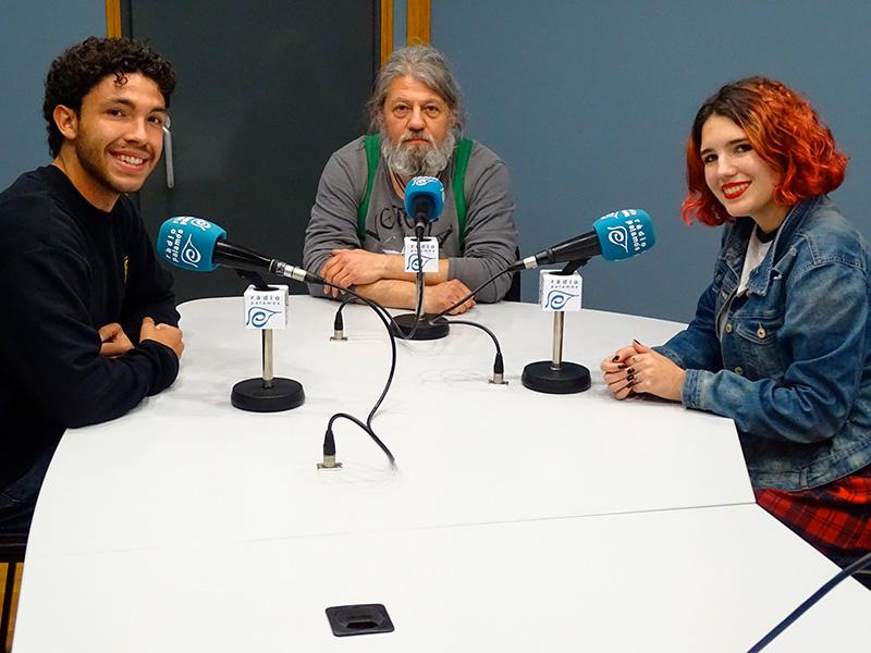 Pere Deulofeu, Marc Boix i Mar Caulas, de Gespa, a l'espai de Ràdio Palamós 'Fila Zero'.