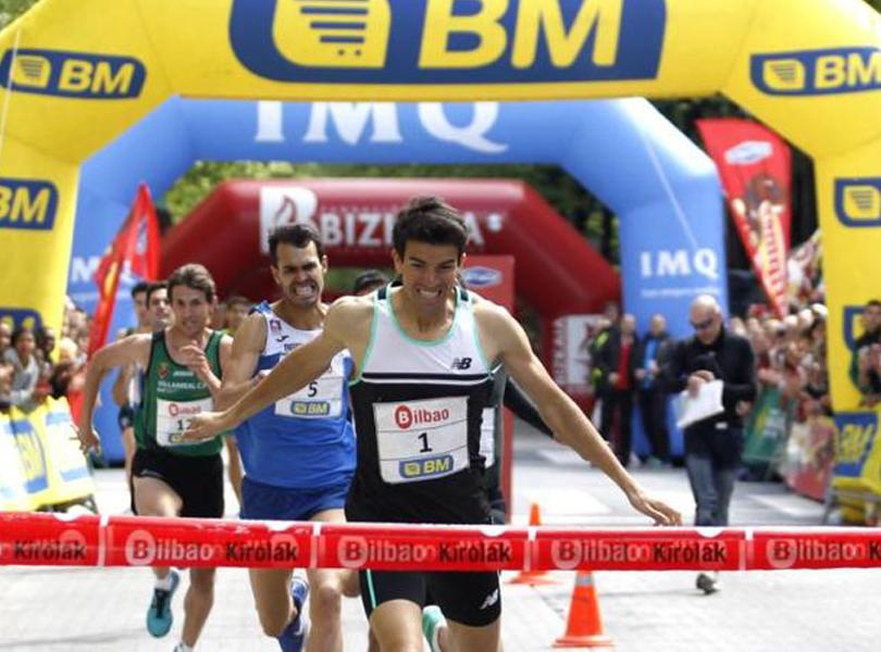 Mechaal, creuant la meta, de nou com a vencedor a Bilbao.