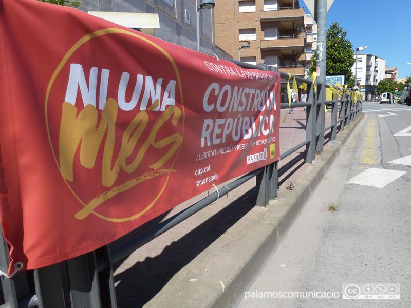 Una de les pancartes de la campanya 'Ni una més', de la CUP, en una imatge d'arxiu.