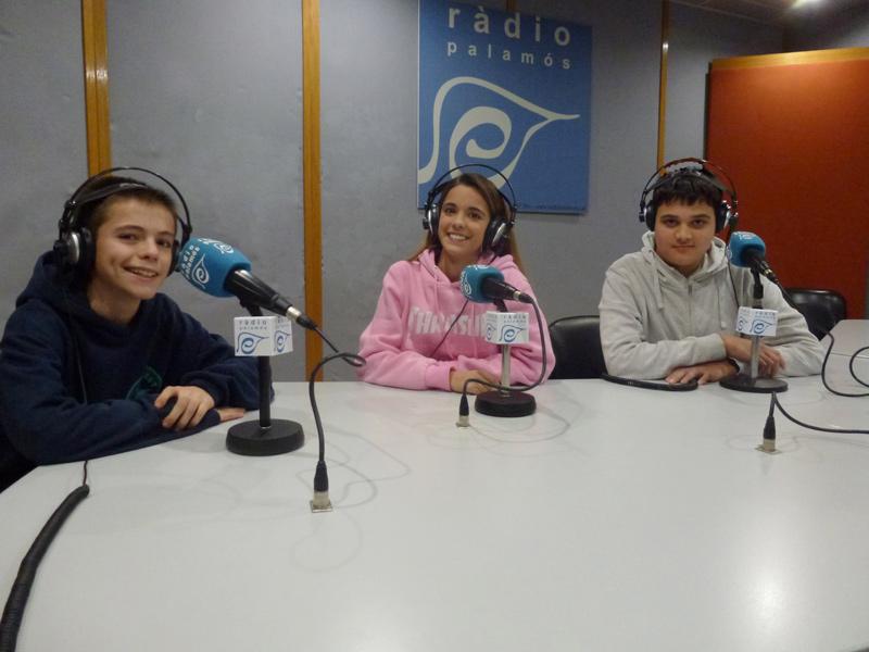 Alumnes de l'Escola Vedruna participant en un programa del