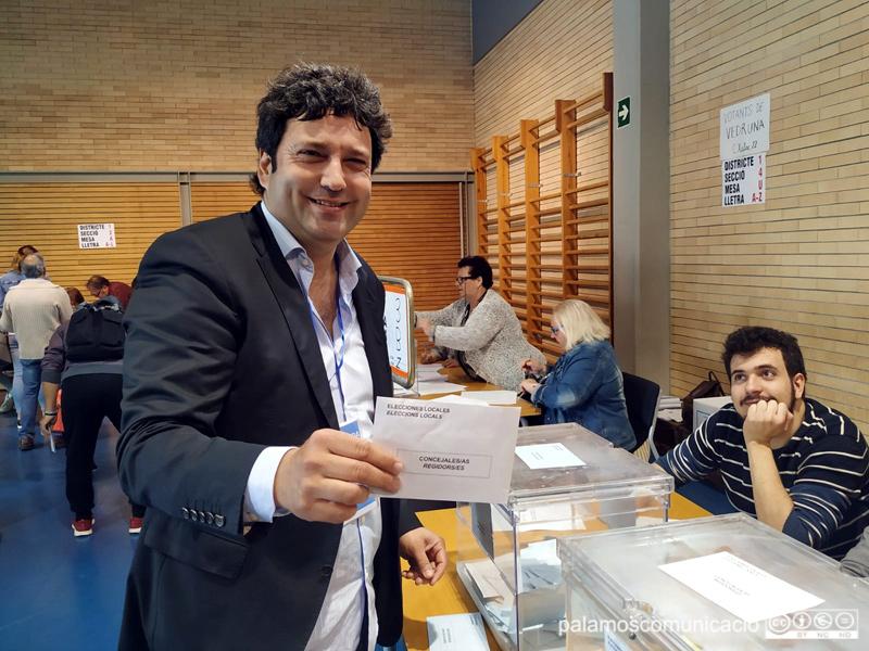 Marc Gafarot ha votat aquest matí a l'escola La Vila.