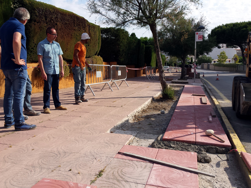 Tram de vorera del camí de Cap de Planes que està arranjant aquesta setmana la Brigada Municipal. (Foto: Ajuntament de Palamós).