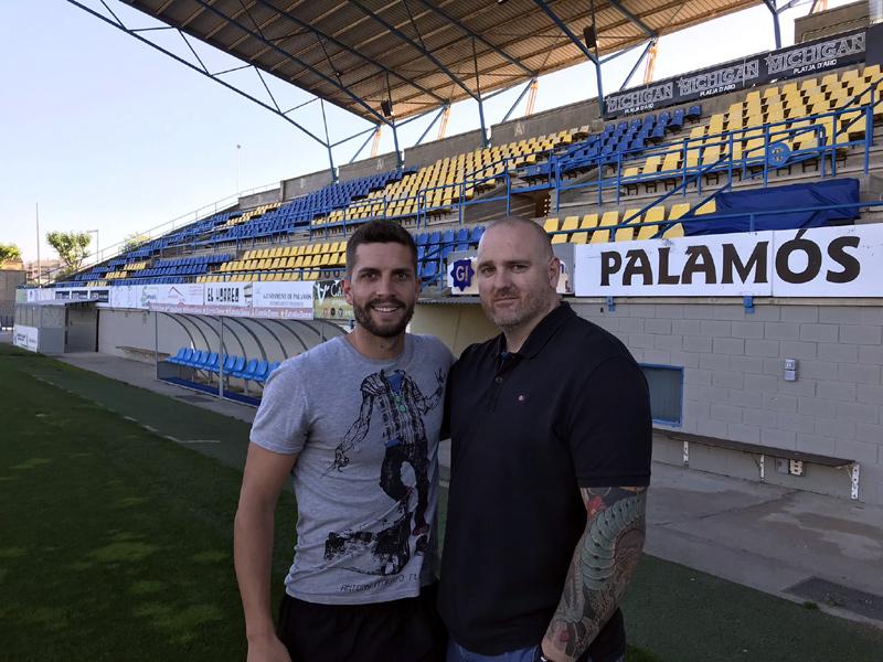 David Cano, amb el president del Palamós CF, Patxi Otamendi. (Foto: Palamós CF).