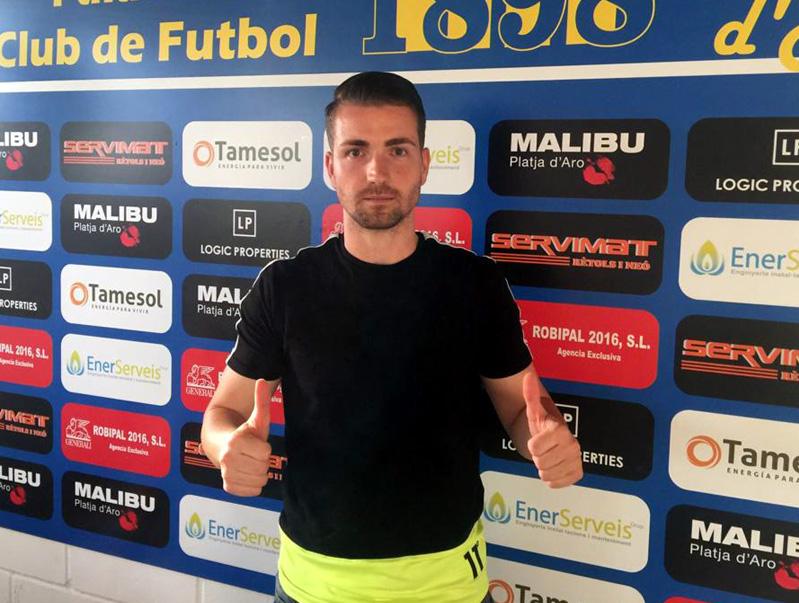 Dani Muela, nou fitxatge del Palamós CF, ahir a l'Estadi Municipal. (Foto: Ramon Ribas).