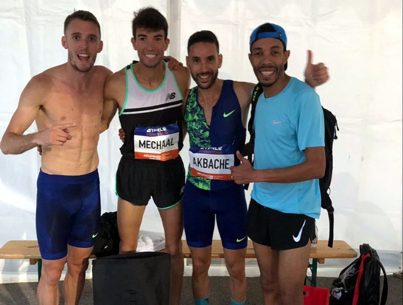 Adel Mechaal, ahir a Marsella, celebrant amb altres atletes la mínima mundialista. (Foto: Twitter Adel Mechaal).
