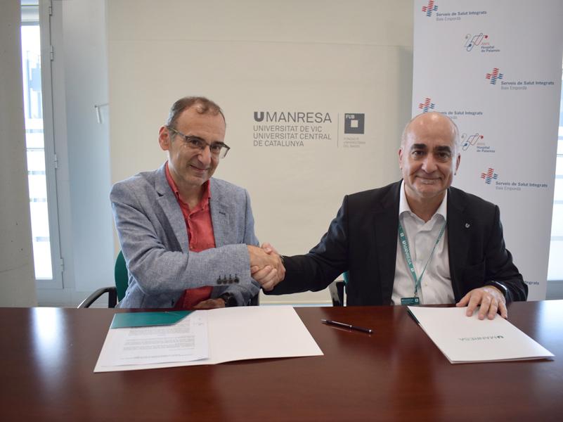 Xavier Pérez i Valentí Martínez firmant el conveni. (Foto: Campus Manresa).