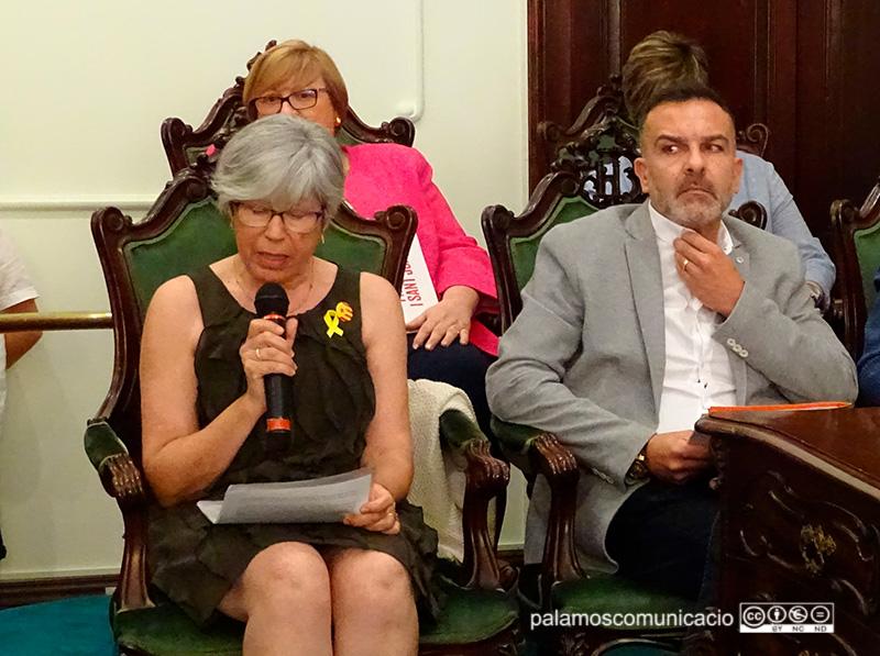 Roser Huete (CUP) i Cristóbal Posadas (C's), el dia de la constitució del nou Consistori.