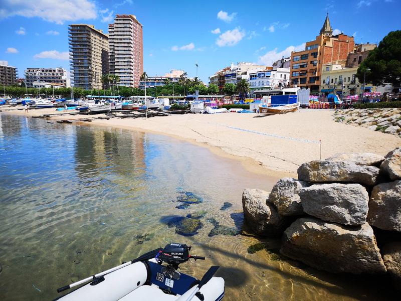 Encara està tancat al públic el tram de platja afectat per aigües brutes.