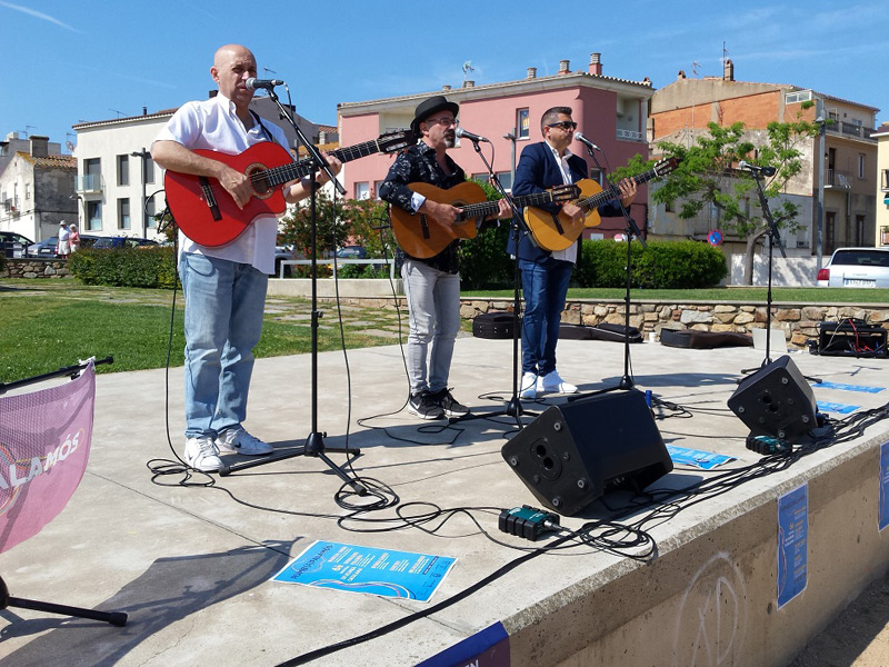 Tres dels components de la formació Rumb(A)Palamós el dia de la presentació del festival. (Foto: Ajuntament de Palamós).