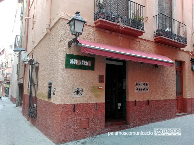 La taverna Can Moni, al carrer de Mauri i Vilar.