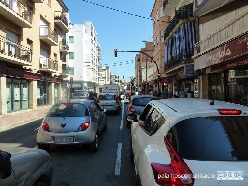 Reduir l'ús del vehicle privat, clau per baixar les emissions de CO2 a l'atmosfera.