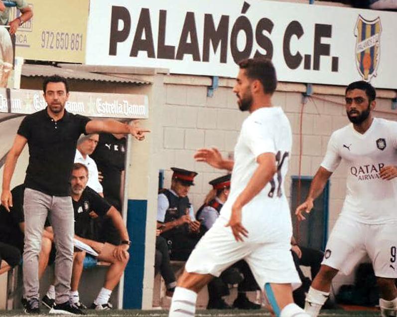 El protagonisme estava ahir a la banqueta de l'equip rival, amb el debut de Xavi com a entrenador. (Foto: Palamós CF).