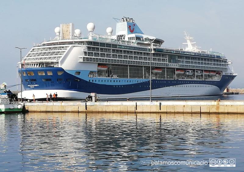 El Marella Discovery 2, amarrat aquest matí al port de Palamós.